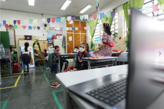 Escolas municipais só reabriram em 16,2% das cidades brasileiras neste ano