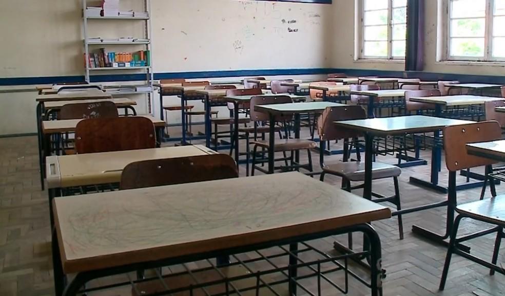 Um ano de escolas públicas fechadas e conectividade reduzida