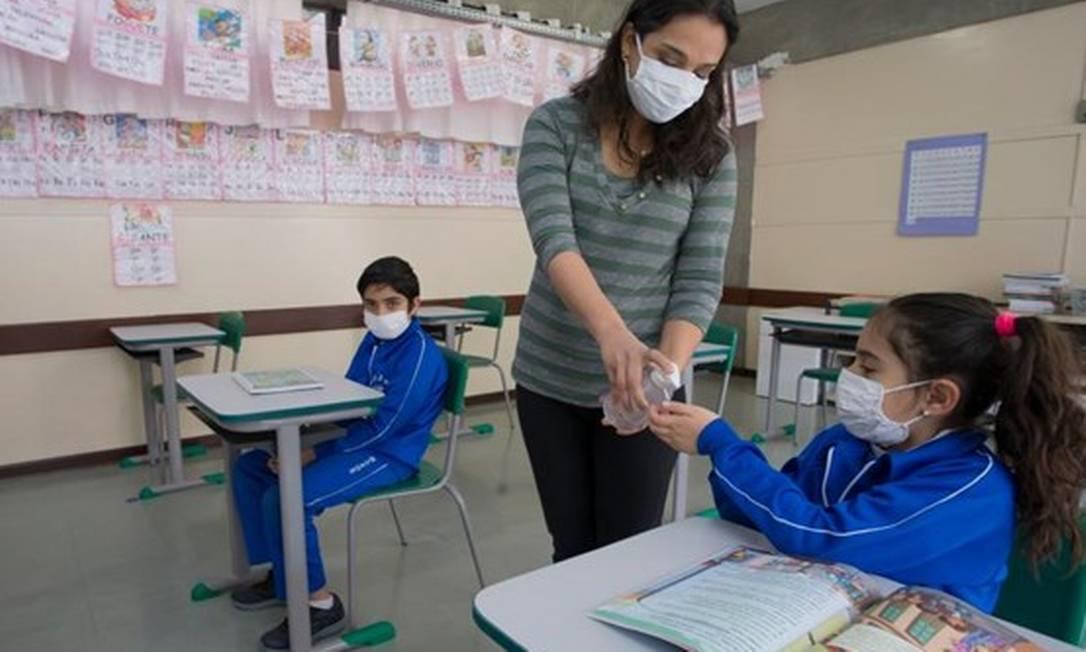 Governos apostam em bolsas, merenda e até busca ativa de alunos para evitar evasão escolar