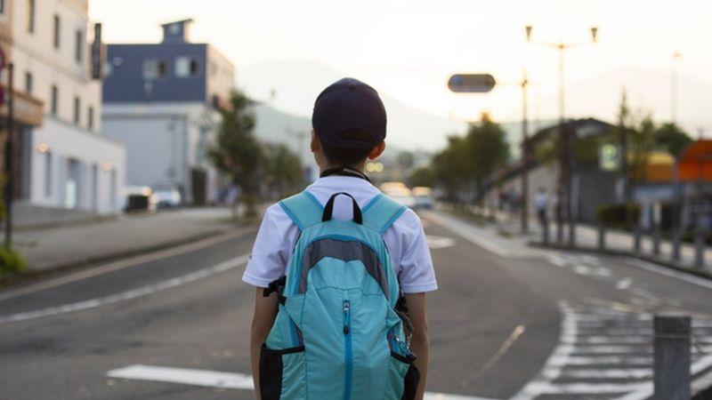 'Paro alunos na rua para pedir que voltem à aula': o desafio de educadores contra o abandono escolar na pandemia