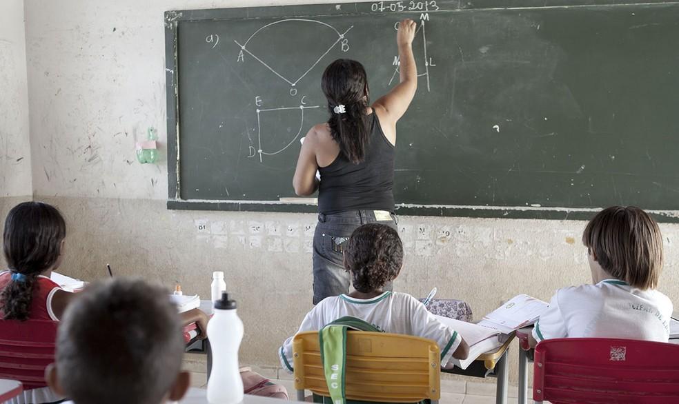 Entidades criticam desvinculação de recursos para a educação