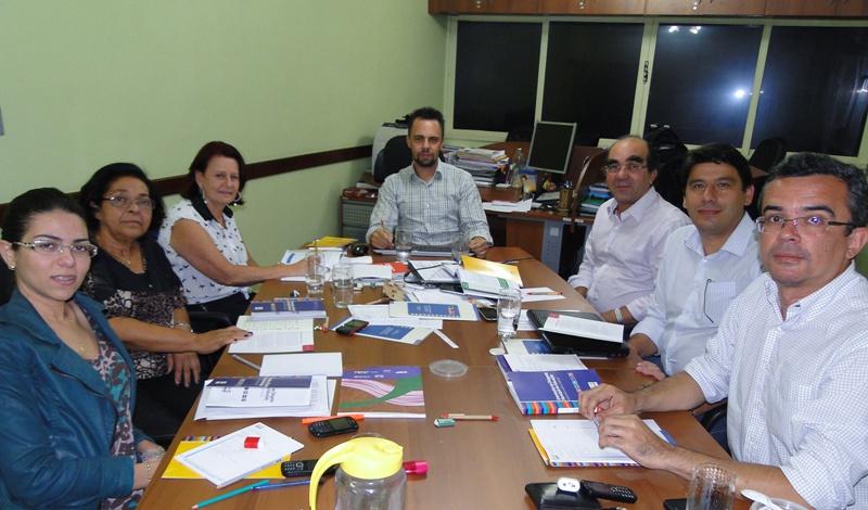 Um grupo de profissionais está trabalhando de forma intensa na revisão destes materiais