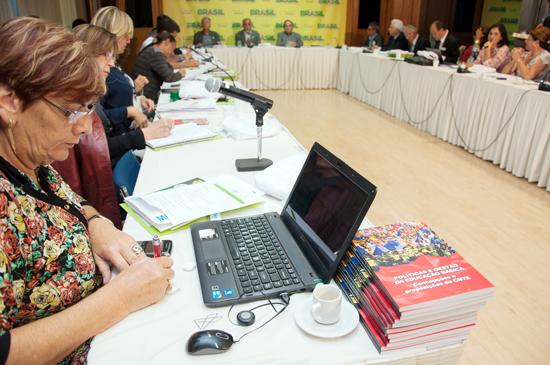 Integrantes do Fórum Nacional de Educação discute a organização da Conae (Foto: Letícia Verdi/MEC)