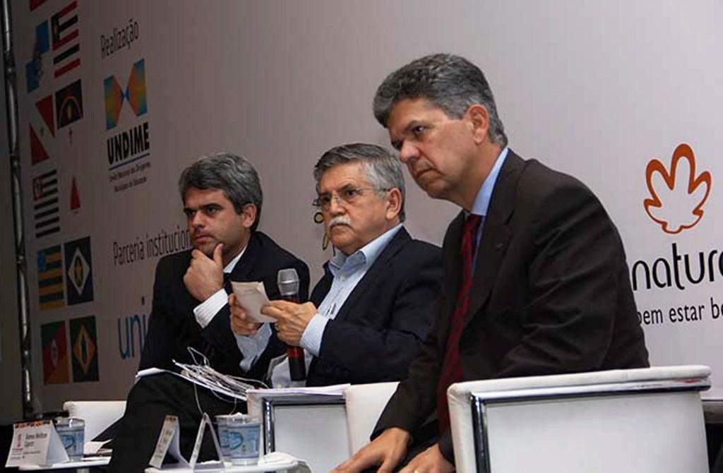 Romeu Caputo, secretário de Educação Básica/MEC, Rodolfo Joaquim Pinto da Luz, DME de Florianópolis, José Carlos Freitas, presidente do FNDE
