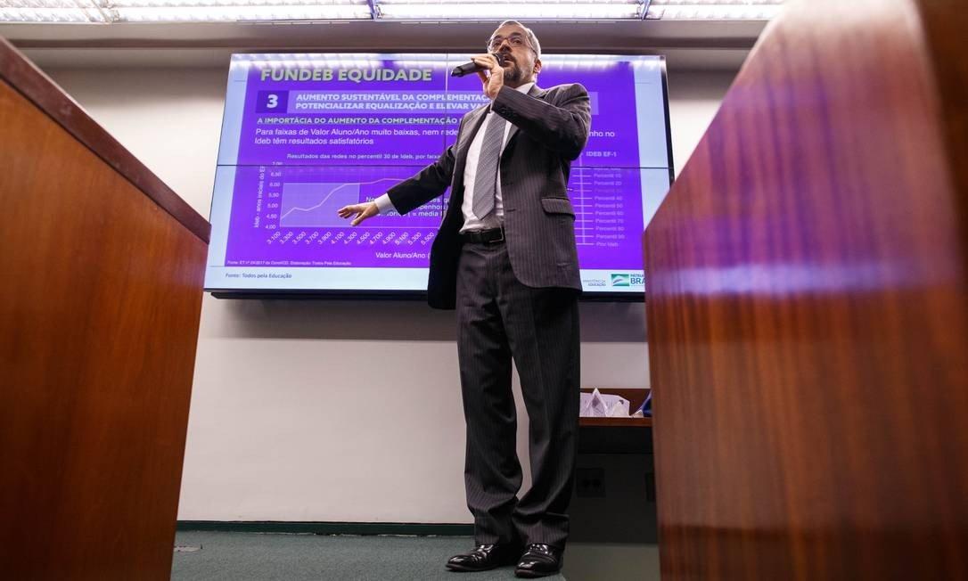 Câmara propõe que União invista R$ 80 bilhões a mais na educação básica até 2026