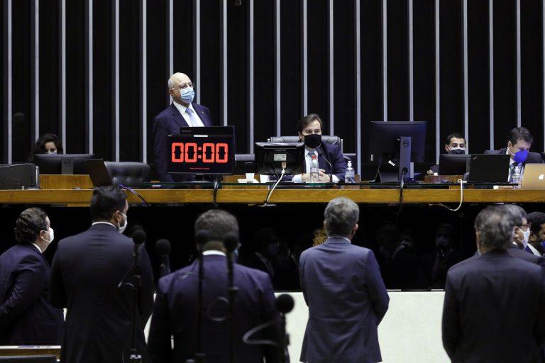 Plenário pode concluir na terça votação de MP que suspende quantidade mínima de dias letivos