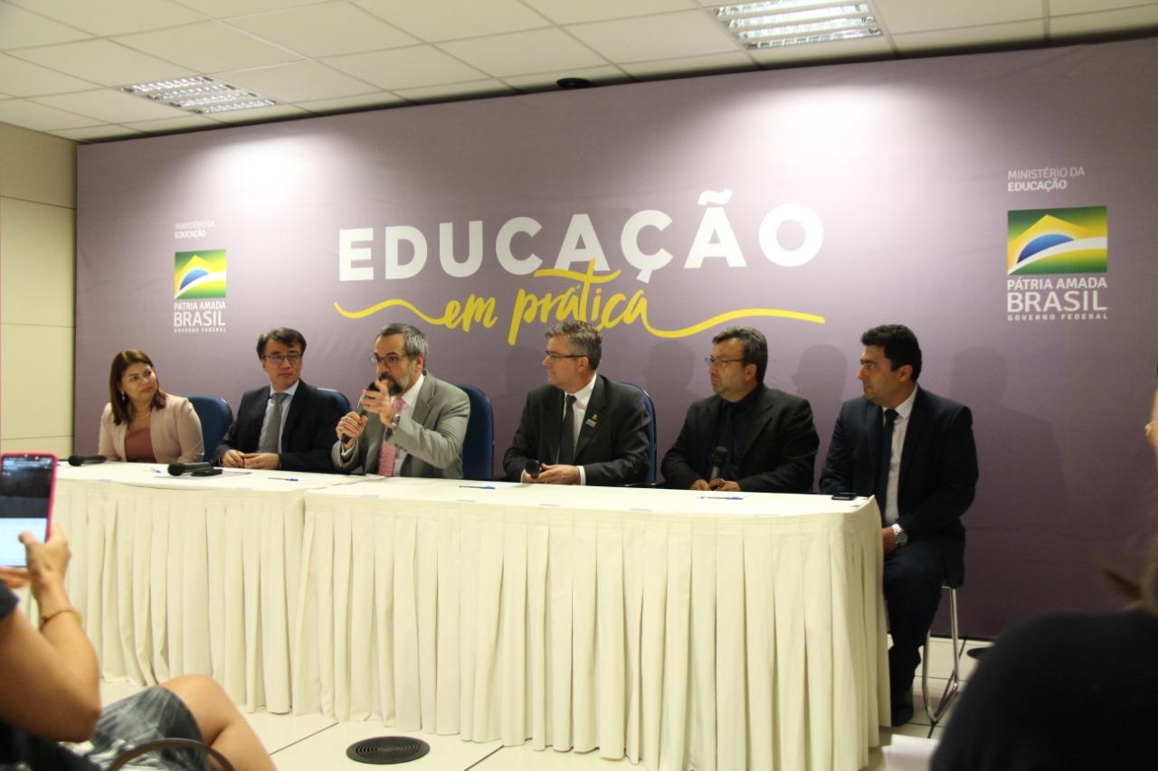 MEC lança programa que alia o ensino à prática na educação básica