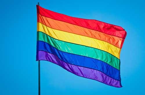 Estudantes LGBT se sentem inseguros nas escolas, aponta pesquisa