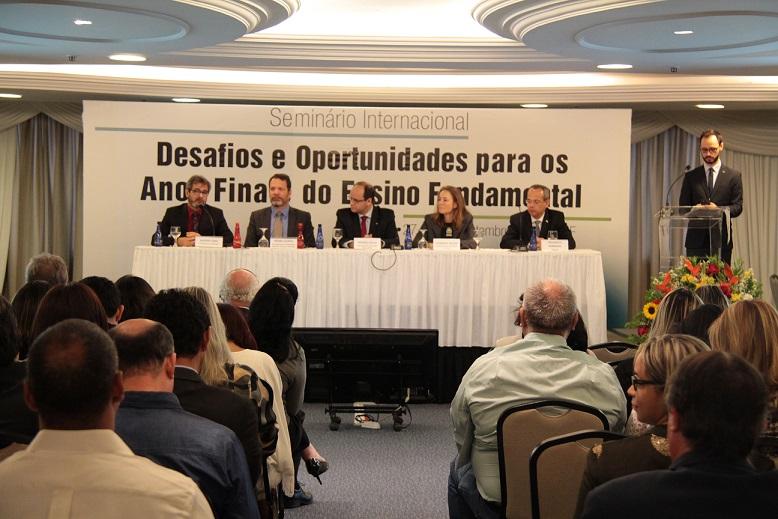 Undime debate os desafios dos anos finais do fundamental em seminário internacional