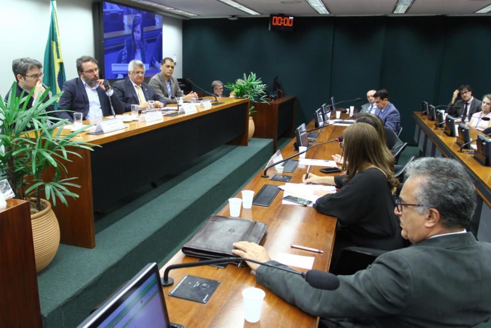 """""""15% é insuficiente para uma educação de qualidade"""", diz deputado Bacelar sobre Novo Fundeb"""
