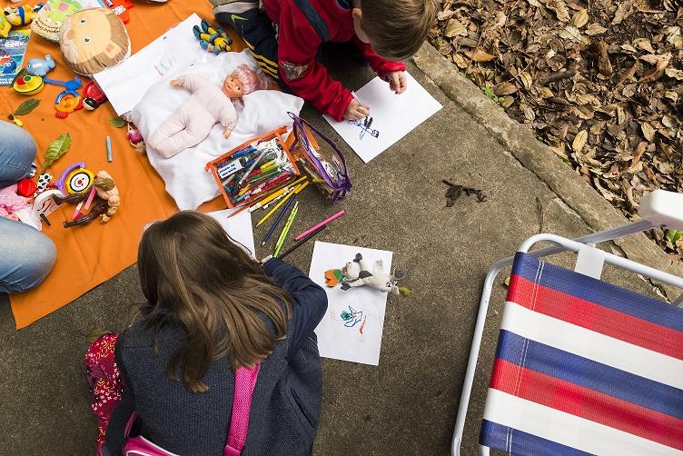 Criança e Consumo incentiva mobilização de professores para organizarem edições da Feira de Trocas de Brinquedos para o mês das Crianças