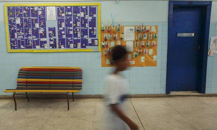 CNE diz que corte etário pode ser dispensado para quem já está na escola