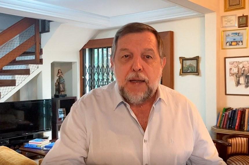 Senador Flávio Arns é contra volta obrigatória da educação básica e superior ao modo presencial
