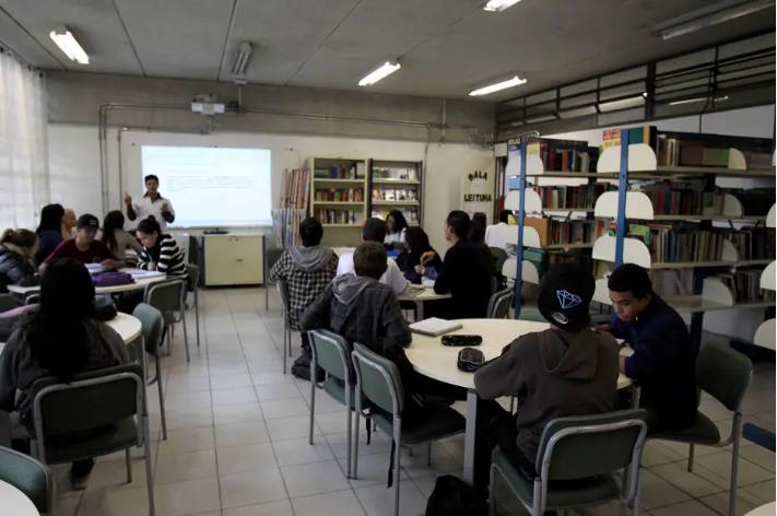 MEC quer dar bônus a faculdade privada que emprestar espaço para escola pública