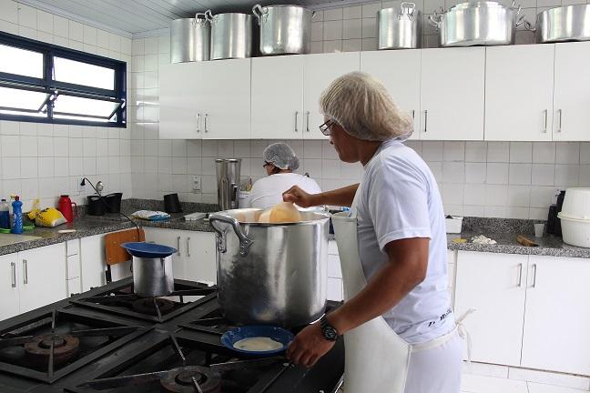 MEC libera R$ 344,8 milhões para merenda de estados e municípios