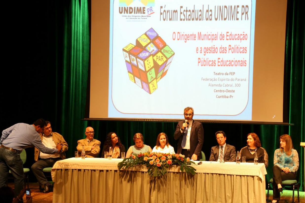 Undime Paraná lota auditório ao debater gestão das políticas públicas educacionais