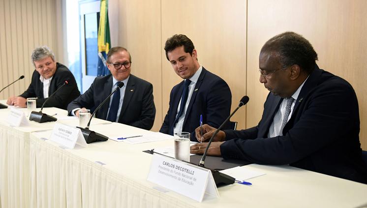 Ministro da Educação concede novo prazo para que municípios finalizem projetos inacabados