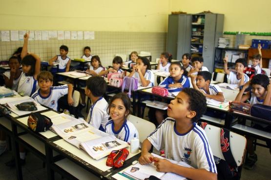 Estados e municípios recebem R$ 919 milhões do salário-educação