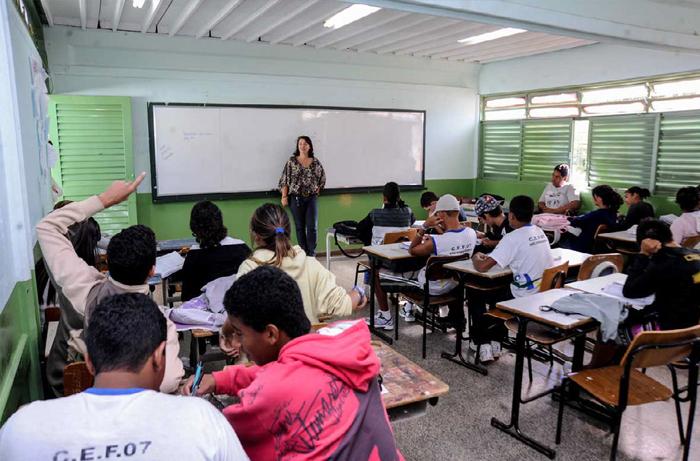 Brasil fez avanços graduais na educação, mas ainda busca cumprir objetivos de 1988