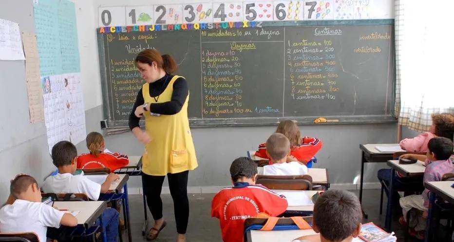 MEC ainda não comprou 10,6 milhões de livros que seriam entregues para escolas públicas