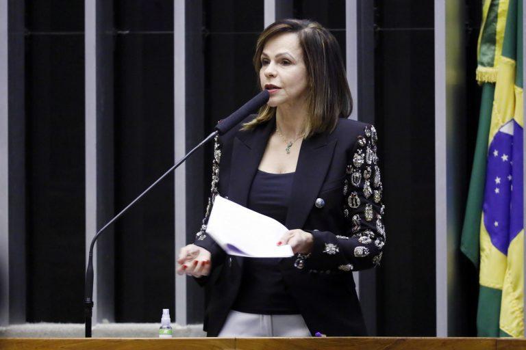 Projeto elimina restrições para aumento de salário e contratação de professores em 2021