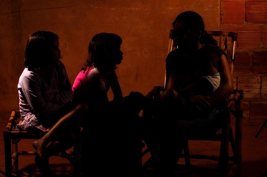 Lei garante matrícula na escola para filhos de mulheres vítimas de violência