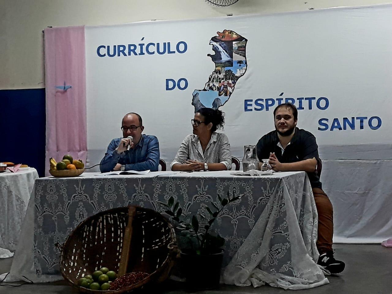 DIA D - MOBILIZAÇÃO DA FORMAÇÃO DOS PROFISSIONAIS DA EDUCAÇÃO PARA IMPLEMENTAÇÃO DO NOVO CURRÍCULO DO ESPÍRITO SANTO