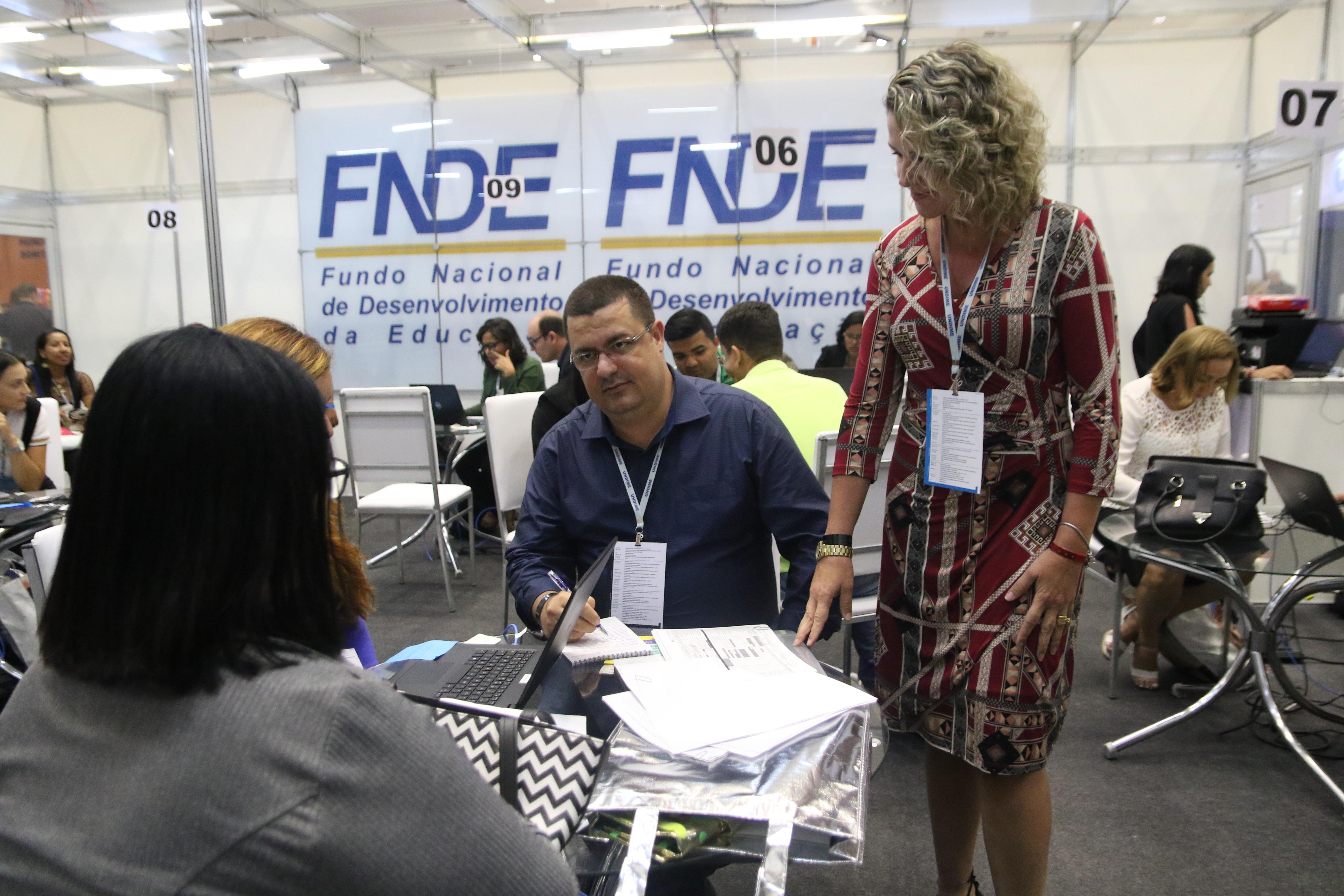 No 17º Fórum Nacional, dirigentes e técnicos buscam estandes para orientações