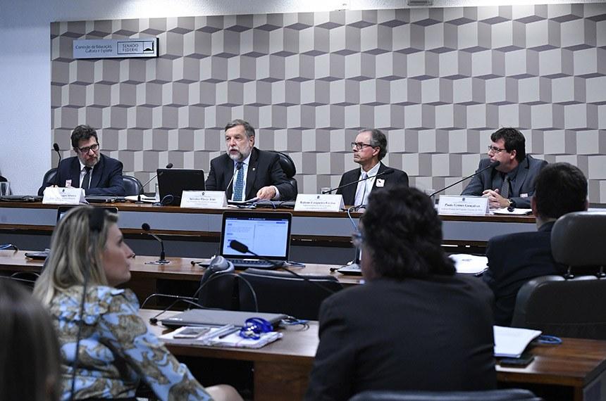 Debatedores apoiam permanência do Fundeb e indicam possíveis recursos