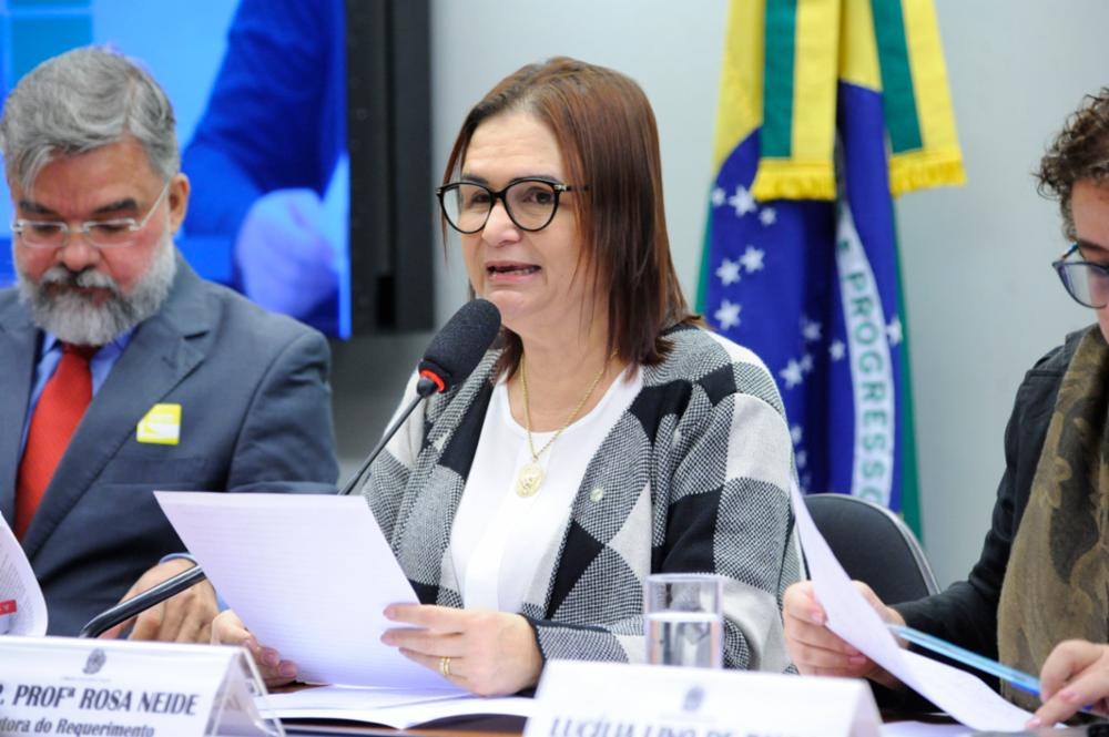 Especialistas cobram implementação de políticas para formação de professores