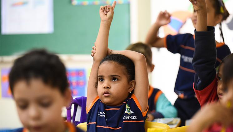Oito estados aprovaram seus novos currículos, tendo como referência a Base Comum Curricular