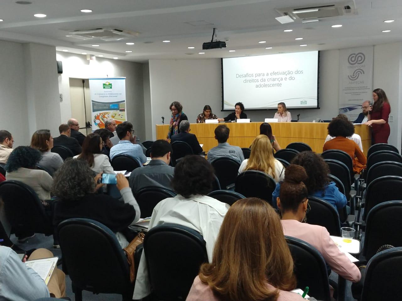 Fundação Abrinq lança Caderno Legislativo da Criança e do Adolescente
