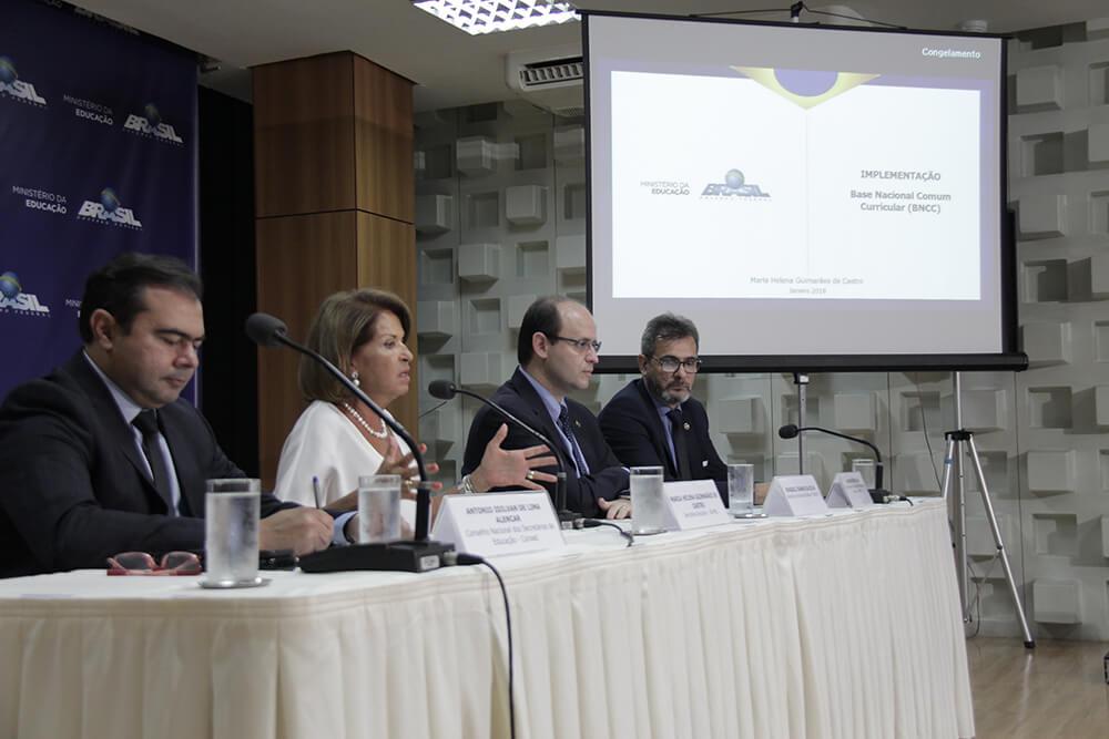 Seminário debate estratégias de implementação da BNCC