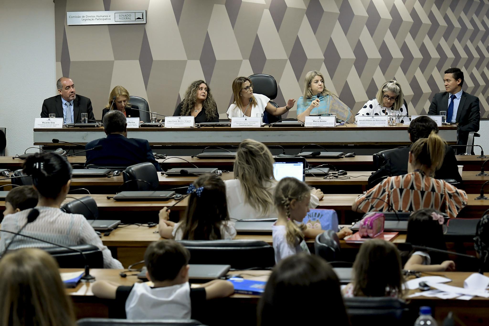 Educação domiciliar é tema de audiência pública no Senado