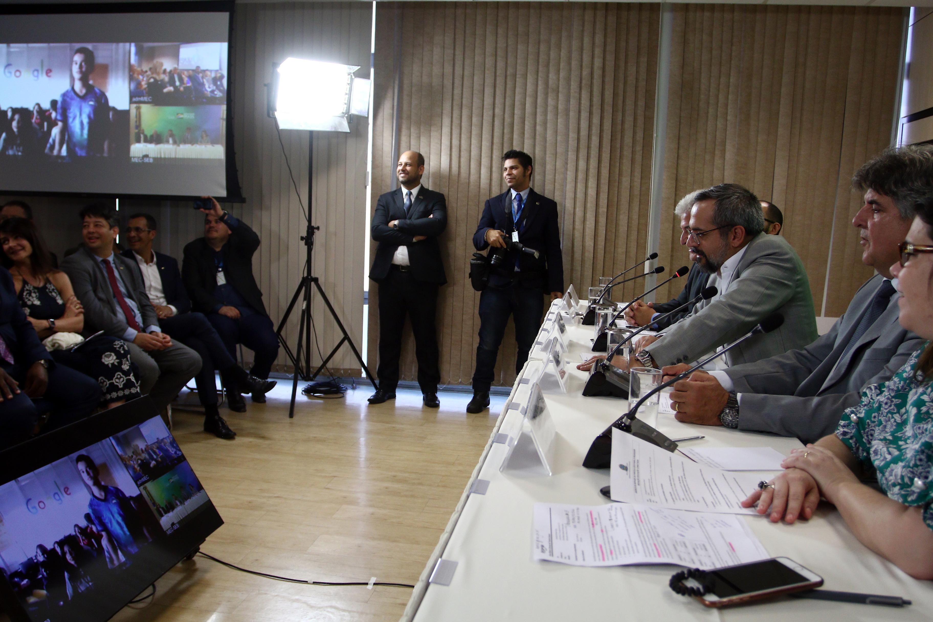 MEC repassa R$ 60 milhões para MCTIC levar internet a 8 mil escolas rurais