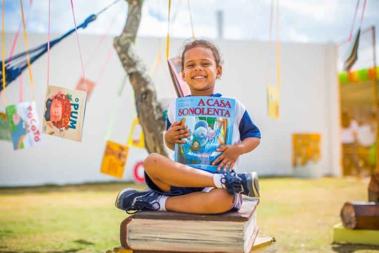 Unicef lança podcast diário para ajudar crianças a continuar aprendendo em casa
