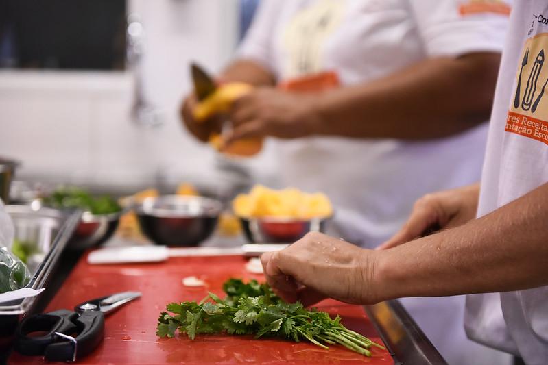 Sancionada a lei que autoriza, em caráter excepcional, a distribuição de gêneros alimentícios adquiridos com recursos do Pnae