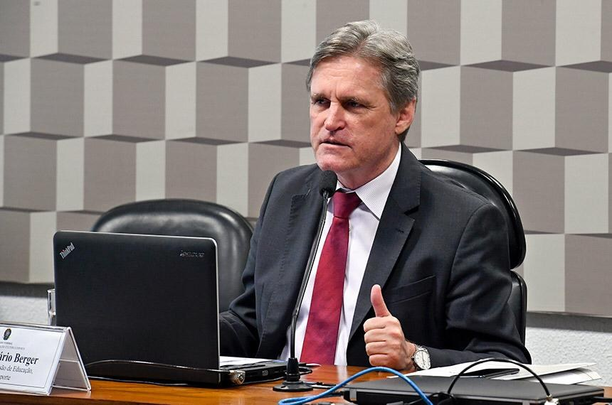 Envio de merenda para estudante deve ter aprovação rápida, aponta presidente da Comissão de Educação do Senado