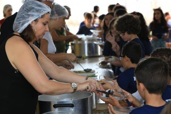 Alimentação escolar ajuda no aprendizado de estudantes da educação básica